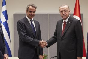 ΣΥΡΙΖΑ: Τρία κρίσιμα ερωτήματα για την επικείμενη συνάντηση Μητσοτάκη – Ερντογάν