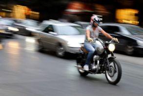 Διευκρινίσεις από το υπ. Υποδομών: «Δεν δίνεται αυτόματα δικαίωμα οδήγησης δικύκλου με δίπλωμα κατηγορίας Β»