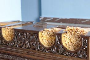 Ρίχνουν κουμπιά και δραχμές στα παγκάρια! - 60% μειώθηκαν τα έσοδα των εκκλησιών στη χώρα από το 2011