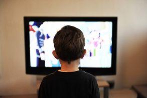 Οι οθόνες «σκοτώνουν» τις σχολικές επιδόσεις των μαθητών – Τι λέει νέα μελέτη