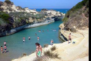 Η Telegraph αποθεώνει Ελλάδα: Ιδανικός προορισμός για οικογενειακές διακοπές
