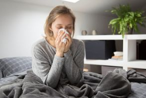 Γρίπη, κρυολόγημα: Πόσο ζουν οι ιοί έξω από το σώμα