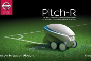Η Nissan σκοράρει στον Τελικό του UEFA Champions League με το ρομπότ Pitch-R !