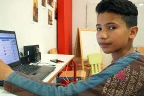 Ο 13χρονος πρόσφυγας που διδάσκει ελληνικά μέσω facebook