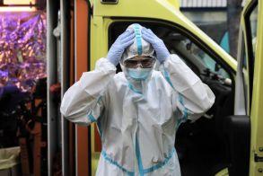 Έσπασε το φράγμα των 2000 κρουσμάτων! - 135 άνθρωποι νοσηλεύονται διασωληνωμένοι στις ΜΕΘ