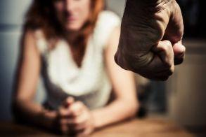 Γραμμή στήριξης 110: Τηλεφωνική βοήθεια στα θύματα ενδοοικογενειακής βίας