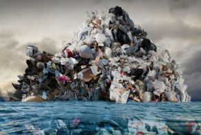 Ένα νέο νησί από σκουπίδια σχηματίζεται στη Μεσόγειο