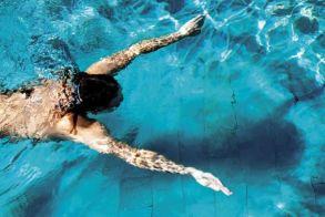 Η ευεργετική άσκηση της κολύμβησης. Τα οφέλη που προσφέρει το κολύμπι