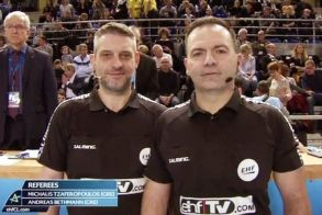 Oι διεθνείς διαιτητές Τζαφερόπουλος και Μπέτμαν στον αγώνα ματς Μετς- Εσμπιέργκ, που προβλήθηκε  από 8 κανάλια
