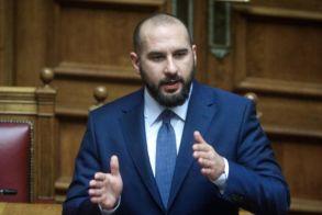 Δημήτρης Τζανακόπουλος στη Βουλή  για τις δημόσιες υπαίθριες συναθροίσεις: «Όσες απαγορεύσεις κι αν ψηφίσετε θα είμαστε εδώ, ο λαός θα είναι εδώ για να σας ανατρέψει»