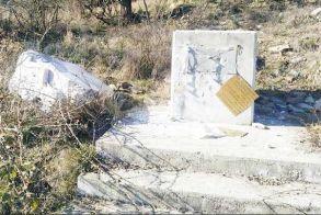 «Μνημείο» ντροπής ο βανδαλισμός της προτομής του Καρατάσου στον Στενήμαχο