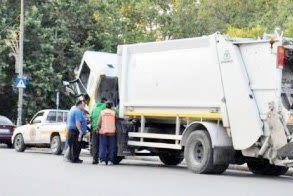 Δεν θα μαζευτούν σκουπίδια στο κέντρο της Αλεξάνδρειας λόγω βλάβης του απορριμματοφόρου