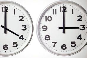 Μια ώρα πίσω την Κυριακή τα ρολόγια