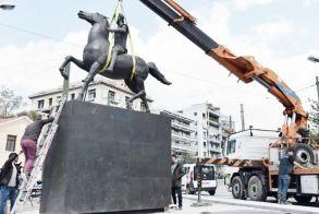 «Σηκώθηκε» άγαλμα του Μ. Αλεξάνδρου  στο κέντρο της Αθήνας