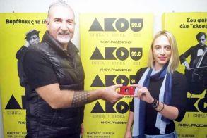 Η νικήτρια του διαγωνισμού παρέλαβε ζωντανά  το εισιτήριο διαρκείας στο στούντιο του ΑΚΟΥ 99.6