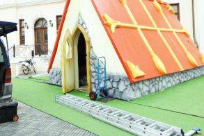 Από Δευτέρα, λόγω καιρού, το Χριστουγεννιάτικο χωριό στην Πλατεία Δημαρχείου