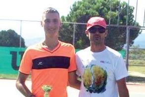 Στους τελικούς του 5ου Ενωσιακού Πρωταθλήματος Τένις οι Μιχάλης Ανανιάδης και Ανθή Μανωλοπούλου