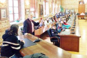 Ο αντιδήμαρχος Γ. Σοφιανίδης ξενάγησε το Γυμνάσιο Βεργίνας στο δημαρχείο