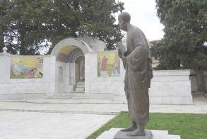 Μια άλλη άποψη - Κρύπτη του Απόστολου Παύλου και  Μουσείο – αναπαράσταση για την εθνεγερσία