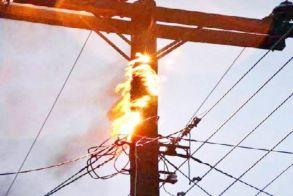 Διακοπή ρεύματος χθες στη μισή Νάουσα  από φωτιά  σε μετασχηματιστή της ΔΕΗ