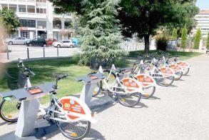 Βέροια - Έλαβαν θέση, αλλά δεν κυκλοφορούν…  Δεν γνωρίζουν οι πολίτες πώς να «ξεκλειδώσουν» και να χρησιμοποιήσουν τα δημοτικά ποδήλατα