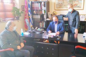 Υπογράφηκε η σύμβαση μεταξύ Δήμου Βέροιας και εργολάβου  Διαμόρφωση και δημιουργία   γηπέδων, στο 1ο Λύκειο   και στο 9ο Δημοτικό σχολείο