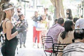 Κορονοϊός: Καταργείται  το όριο των 6 ατόμων  ανά τραπέζι και η μάσκα  στα εμπορικά κέντρα