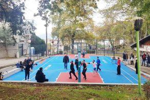 Γέμισε παιδιά και πάλι το ανακαινισμένο «μπάσκετ»  της Κυψέλης
