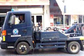 Βέροια: Τα «γαλλικά»  μιας γυναίκας οδηγού  προς το πλήρωμα του γερανού  της Τροχαίας οδήγησαν  στην σύλληψή της