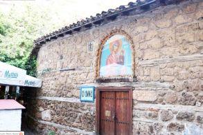 Βεροιώτικα και Λαογραφικά - Της Αγίας Άννας - Δύο ναοί στη μνήμη της
