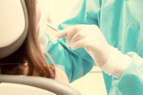 Με rapid test στον οδοντίατρο και οι εμβολιασμένοι