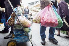 «Κληρώνει» για όσους δεν χρησιμοποιούν πλαστικές σακούλες: Από αυτοκίνητα μέχρι σκούτερ θα χαρίζει το Υπ. Περιβάλλοντος