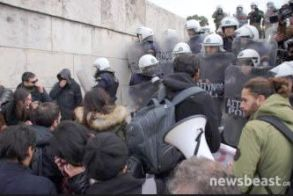ΕΛΜΕ Ημαθίας:    Καταδικάζουμε το άγριο   χτύπημα της κυβέρνησης ΣΥΡΙΖΑ – ΑΝΕΛ στους   διαδηλωτές εκπαιδευτικούς!