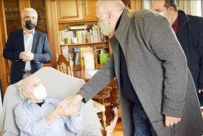 (Βίντεο) Βέροια: Οι δικηγόροι της Ημαθίας τιμούν τον 104χρονο ήρωα του Ρούπελ Γιάννη Κοζάρτση