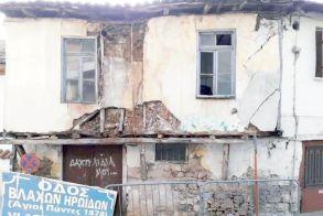 Κατεδαφίστηκε χθες το ετοιμόρροπο  στην οδό Βλάχων Ηρωΐδων