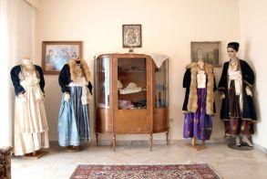 Προσφορά κειμηλίων του Λυκείου Ελληνίδων Βέροιας για την ανάδειξη του τοπικού πολιτισμού