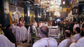 Πλήθος κλήρου και λαού στην Ιερά Λιτανεία του Τιμίου Σταυρού και των Ιερών Λειψάνων του Οσίου Αντωνίου