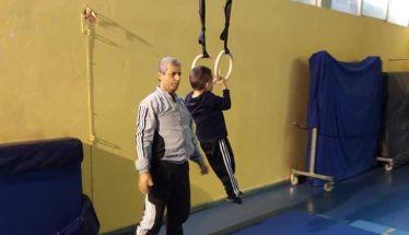 ΒΙΩΜΑΤΙΚΗ ΔΡΑΣΗ «Μαθαίνω για την Ενόργανη Γυμναστική» - Επίσκεψη του προπονητή Χρ. Ζάλιου στο 1ο Δημοτικό Σχολείο Νάουσας