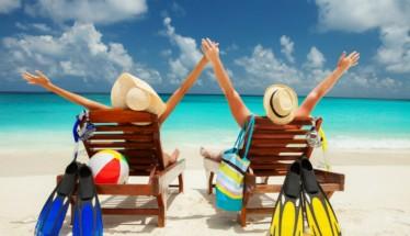 Σε μια χώρα γεμάτη παραλίες οι μισοί Έλληνες αδυνατούν να πάνε διακοπές