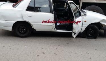 Αυτοκίνητο Ι.Χ. έπεσε πάνω σε σταθμευμένο όχημα στα Τρίκαλα Ημαθίας