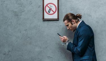 Smartphone: Πέντε σημάδια που αποκαλύπτουν υπερβολική χρήση
