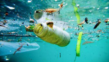 230.000 τόνοι πλαστικών καταλήγουν στη θάλασσα της  Μεσογείου κάθε χρόνο