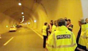 Η Αστυνομία «μάζεψε» 28 μετανάστες από φορτηγάκι που «έμεινε» στην Εγνατία