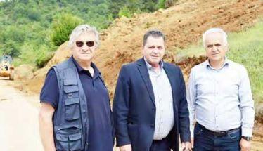 Προχωρούν οι εργασίες αποκατάστασης κατολισθήσεων στον δρόμο των Ριζωμάτων