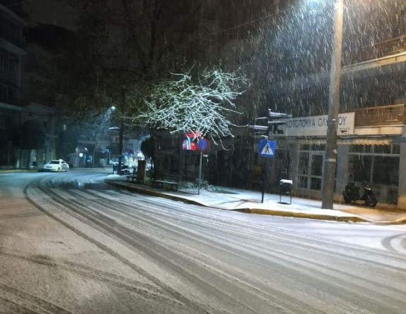 Το πρώτο χιόνι έπεσε χθες, Πρωταπριλιά, ακόμα και μέσα στη Βέροια -Σε ετοιμότητα οι μηχανισμοί του Δήμου και της Π.Ε. Ημαθίας