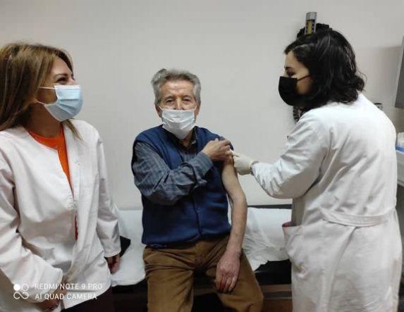 91χρονος συμπολίτης μας έκανε το πρωί, το πρώτο εμβόλιο στο Νοσοκομείο Βέροιας