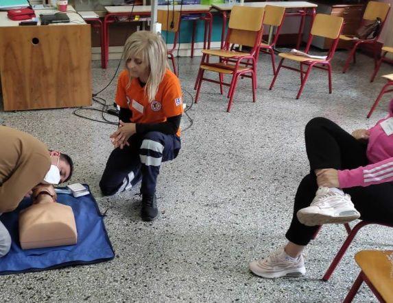 Εκπαιδευτικό σεμινάριο στις βασικές Πρώτες Βοήθειες και ΚΑΡΠΑ σε υπαλλήλους του Δήμου Νάουσας