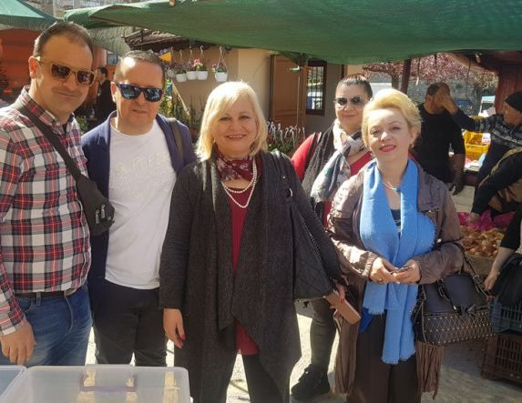 Τη λαϊκή αγορά της Βέροιας επισκέφθηκε η Υποψήφια Δήμαρχος Βέροιας Γεωργία Μπατσαρά