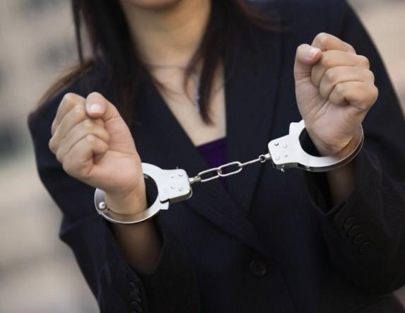 Αφαίρεσε πορτοφόλι με 1000 ευρώ, προσπάθησε να αρπάξει άλλα δύο... και συνελήφθη!