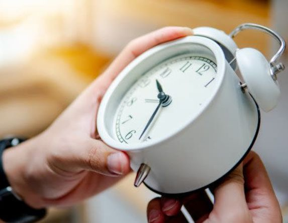 Αλλαγή ώρας: Πότε θα γυρίσουμε τα ρολόγια μία ώρα μπροστά